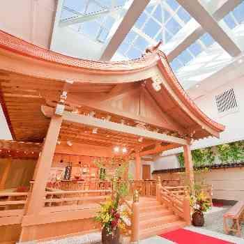 檜で作られた全天候型の神殿