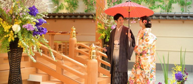 屋内にあり、季節や天候を気にせず挙げられる神殿式