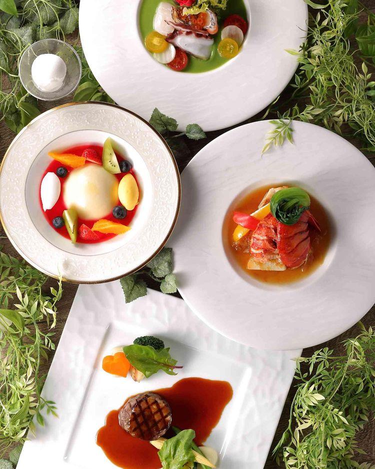 至極のひと皿は、まさに芸術とも呼べる華麗な彩りです。
