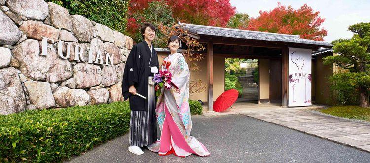 四季折々の色に染まる庭園で、夫婦の永遠の契りを