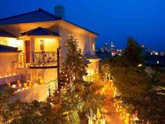 芸術的な螺旋階段や装飾が華やか