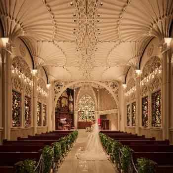 ステンドグラス輝く本格大聖堂挙式
