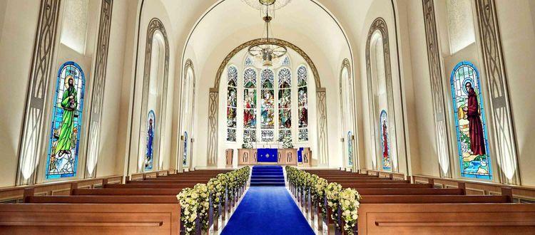 120年の時を重ねてきた歴史ある調度品に囲まれた本格的大聖堂