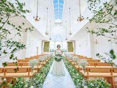 自然光が降り注ぐ森の教会