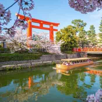 京都のランドマーク平安神宮が舞台