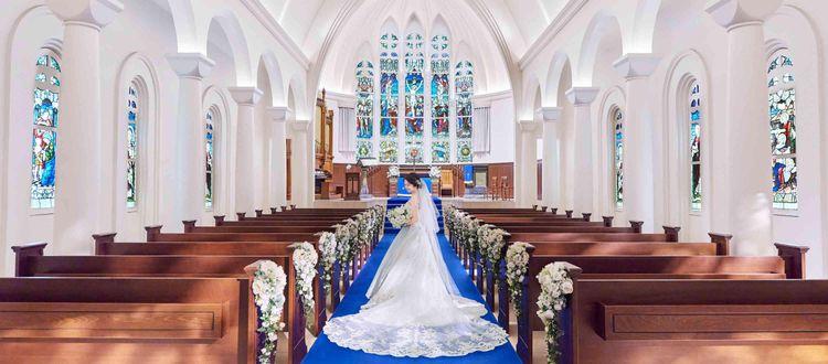 英国の教会で時を刻んだステンドグラスとパイプオルガン