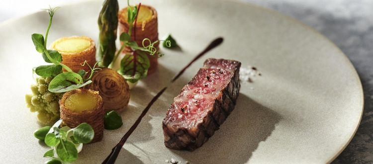 ミシュラン二つ星のレストランで腕を磨いたシェフが織りなす美食