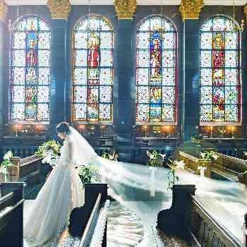 ステンドグラス輝く本格大聖堂