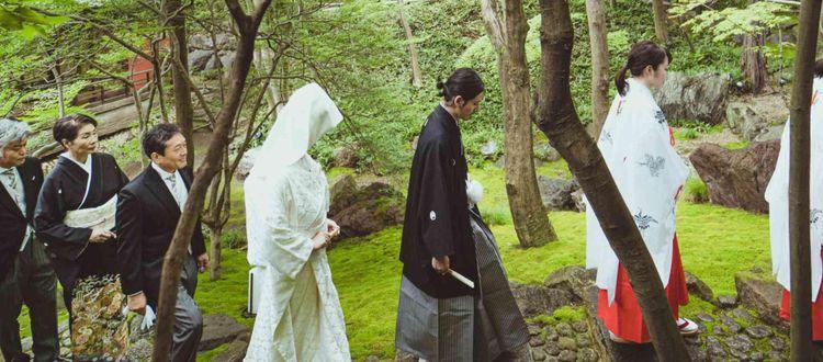 四千坪の広大な敷地に広がる日本庭園に、四季折々の景観を望む