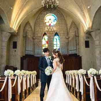ステンドグラス煌めく大聖堂