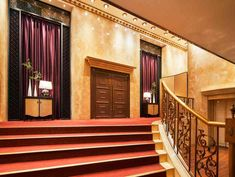 非日常空間への入り口 大階段