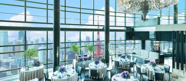 東京の空の上で、ライブ感ある贅沢なレストランウエディングを