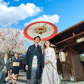 八坂神社の鳥居内で叶う結婚式