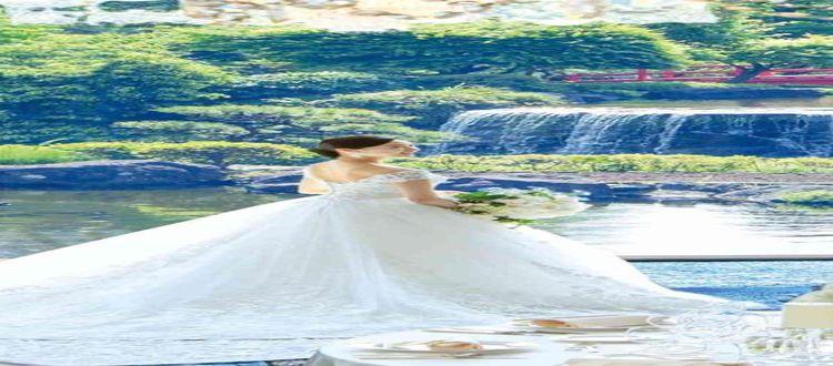 間近に広がる日本庭園を前に、感動的で心癒される披露宴を