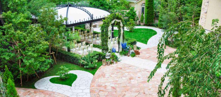 豊かな緑と花に囲まれた憧れのガーデンウェディング