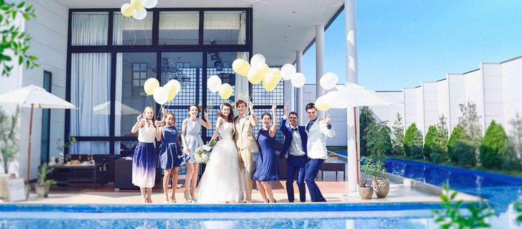 青い空と水に囲まれた貸切邸宅で、自由度の高いパーティを