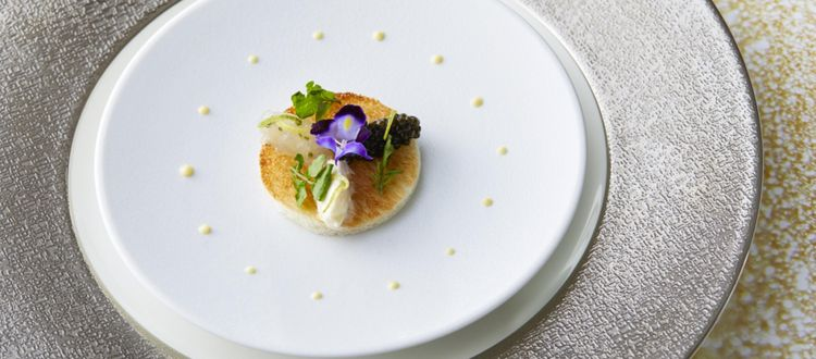 ゲストをもてなすのは、有名シェフが創りあげる極上の料理