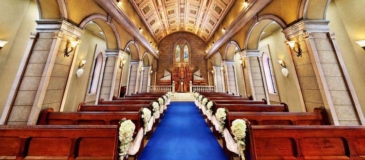 海外から取り寄せた調度品が欧州の大聖堂を彷彿させる