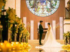 結婚の誓いを⾒守る⼤聖堂
