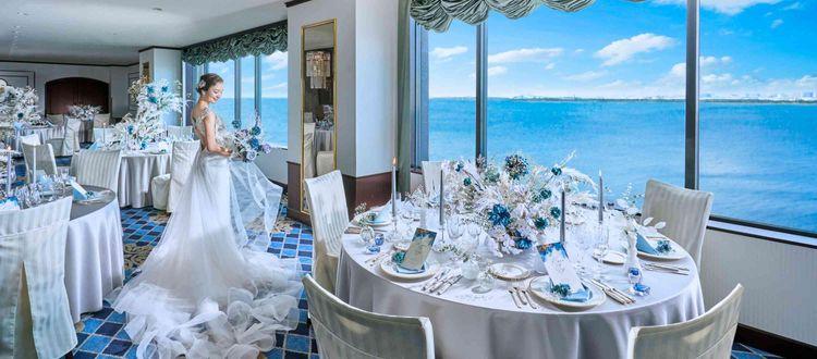 パークと海が臨めるレストラン会場での特別ウエディング