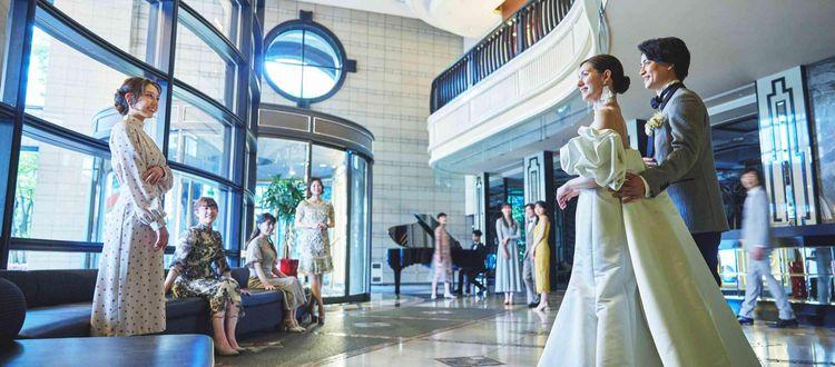 花嫁を引き立てるクリスタルチャペルと開放感ある出雲殿