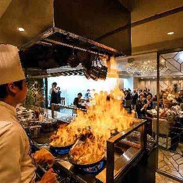 青山フェアリーハウス オープンキッチンからフランベ!