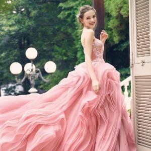 青山フェアリーハウス このカットデザインのスカートが花嫁の動きを華やかにしてくれる