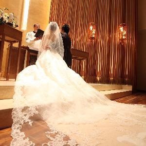 覚王山ル・アンジェ教会 日本では珍しいニーラーでのお祈りは、ヨーロッパでは必ず行われる