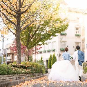 覚王山ル・アンジェ教会 紅葉の時期には街並みの木々も色づいて華やかな雰囲気に