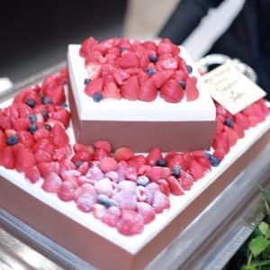 覚王山ル・アンジェ教会 2段ケーキも華やかで素敵