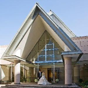 ホテルグランヒルズ静岡 チャペル外観。三角屋根が特徴的な、独立型チャペルです。