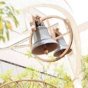 """ホテルグランヒルズ静岡 新郎新婦のおふたりを意味する、幸せの鐘""""カリオン""""の音が響きわたる。"""