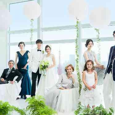 LUMIVEIL TOKYO(ルミヴェール東京) 挙式の後はランドマークをバックに非日常感あふれる家族写真もおすすめ!