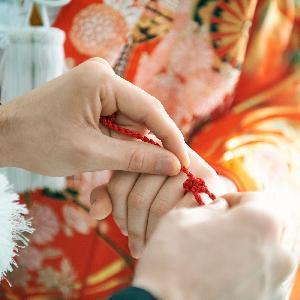 LUMIVEIL TOKYO(ルミヴェール東京) 赤い糸で結ばれたおふたりを象徴する指輪交換も、紅白の水引リングで自分たちらしく