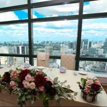 LUMIVEIL TOKYO(ルミヴェール東京) ゲストがおふたりを見る度に目にする地上215mの絶景。開放感たっぷりのひとときを