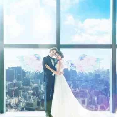 LUMIVEIL TOKYO(ルミヴェール東京) 窓にペイントをして天空のフォトスポットを作るのも◎。ここだからできる素敵な演出を