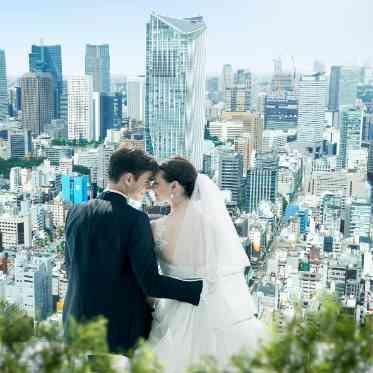LUMIVEIL TOKYO(ルミヴェール東京) 地上215mで撮影できる1枚。東京を目下にしたロケーションに一目ぼれする花嫁も