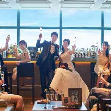 LUMIVEIL TOKYO(ルミヴェール東京) 【ウェルカムパーティ】ロビーに備えられたバーカウンターで自由にドリンクをオーダー