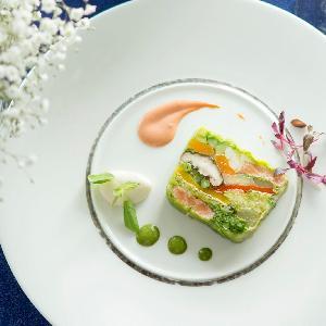 LUMIVEIL TOKYO(ルミヴェール東京) 見た目にも鮮やかな絶品料理は、ふたりのパーティをより一層想いで深いものに