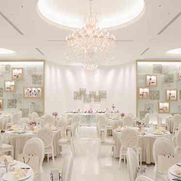 アヴァンセ リアン 大阪 ショウウィンドウの中で結婚式を行っているようなお洒落空間