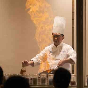 アヴァンセ リアン 大阪 オープンキッチンでの演出は皆様から歓声もあがります◆