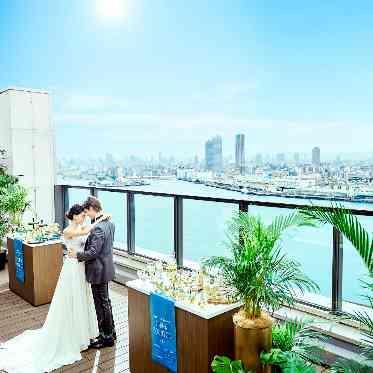 アヴァンセ リアン 大阪 青空×螺旋階段×ドレス後ろ姿 館内はどこでもお写真スポットになります