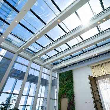 アヴァンセ リアン 大阪 インナーガーデンの全天候型は季節を問わず利用可◆寒い冬でも、青空の下で過ごせます