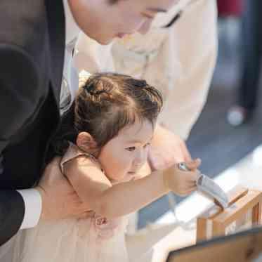 アヴァンセ リアン 大阪 ゲストにご参加頂くサンドセレモニーは人気。挙式中の演出にもつながります