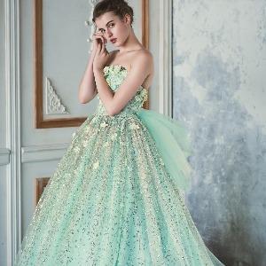 アヴァンセ リアン 大阪 散りばめられた小花とキラキラ光るスカートがゲストの目線を惹きつけます♪