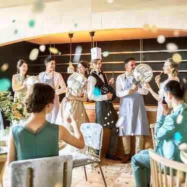 ラグナヴェール アトリエ ダイニングキッチンのようなアトリエキッチンでは、ゲスト参加の演出も