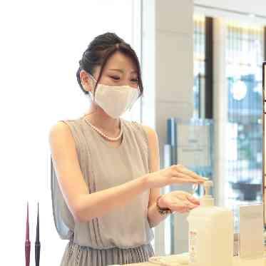 ラグナヴェール アトリエ エントランスやお化粧室では手指消毒のためのアルコールをご用意