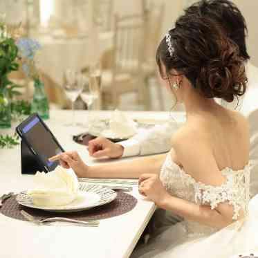 ラグナヴェール アトリエ 結婚式ライブ配信アプリを使って、当日参加できないゲストとも繋がれるのが嬉しい♪