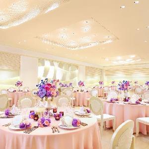 ベルヴィ武蔵野 白を基調にした間接照明が光輝く会場☆ホワイト×ピンクで大人可愛い空間に☆