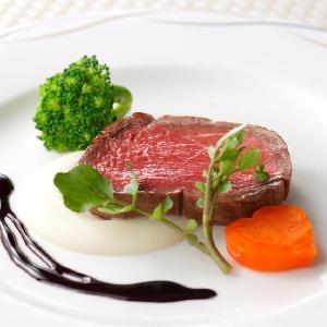 ベルヴィ武蔵野 牛フィレ肉のロースト じゃがいものピューレと赤ワインソース